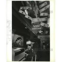 1988 Press Photo Lottery Gambling-hopefuls buy tickets at P.M. Jacoy's in Spokan