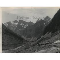 1950 Press Photo Looking down Horseshoe basin toward Lake Chelan, Washington