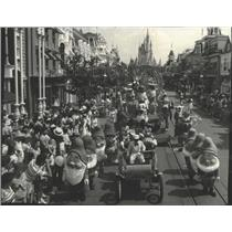 1981 Press Photo The Walt Disney World Tencennial Parade- America on Parade