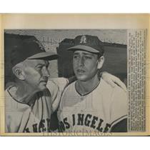 1962 Press Photo LA Angels' pitcher Bo Belinsky and mgr. Bill Rigney - sbs06847