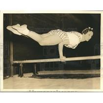 1930 Press Photo Mrs. Irma Haubold performs one-arm lever Gymnasts  - sbs06955