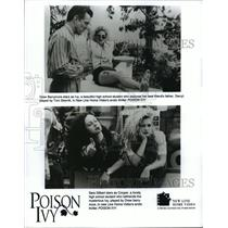 1992 Press Photo Drew Barrymore and Sara Gilbert star in Poison Ivy. - spp14490