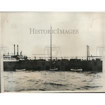 1933 Press Photo New York Taking Akron Survivors From German Tanker Phoebus NYC