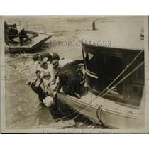 1915 Press Photo New York Crew of yacht Naaide rescue Frank Smith  in NYC