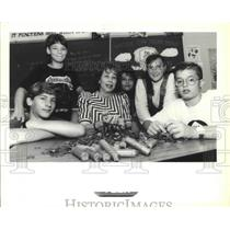 1990 Press Photo Harry Hurst Middle School - Marcia Griffis with Students
