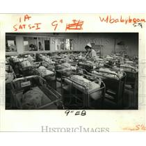 1979 Press Photo Lakeside Hospital - Nurse Alice Benoit in Nursery, New Orleans