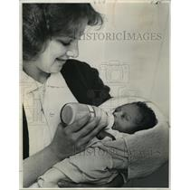 1977 Press Photo Charity Hospital - Nurse Doloris Carmouche with Abandoned Baby