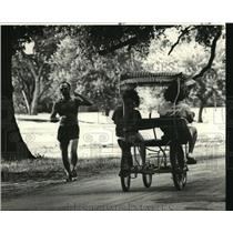 1978 Press Photo Audubon Park - Bicycle Surrey and Jogger, New Orleans