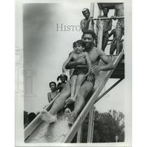 1978 Press Photo Audubon Park Pool - Father and Son on Water Slide, New Orleans