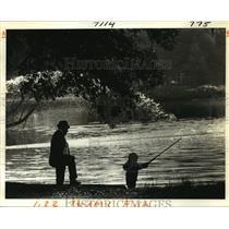1980 Press Photo New Orleans Audubon Park - William & Brian Layman Enjoy Fishing
