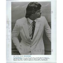 1986 Press Photo New York Jets football player, Mark Gastineau, in Oleg Cassini