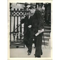 1941 Press Photo actor George Arliss leaving court with counsel G. D. Roberts