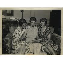 1931 Press Photo New York Pilot Hugh Herndon Jr Family Congratulated NYC