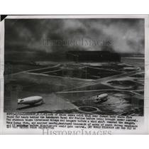 1955 Press Photo Clouds of dense smoke threaten blimps and hangars - ney28132