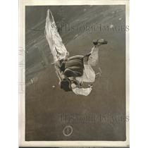 1930 Press Photo Lieut. E. Verne Stewart parachuting at Chicago Natl Air Races