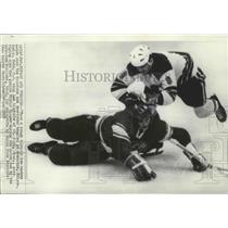 1968 Press Photo US-Russian Olympic ice hockey action at Grenoble, France