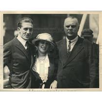 1920 Press Photo Jack Curley Says Goodbye, Mr. and Mrs George Carpenter Set Sail