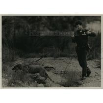1987 Press Photo West Jefferson prison,  Sgt. Travis Campbell, handles his dog.