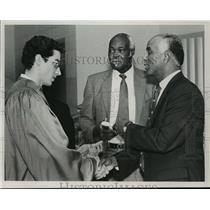 1988 Press Photo Alabama- Inmate receives degree at West Jefferson prison.