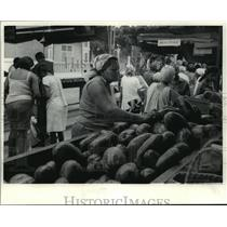 1984 Press Photo A Cuban woman picked over a pile of fresh fruit in Havana.