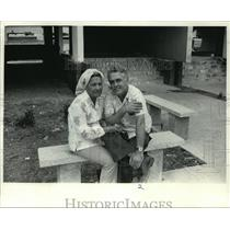 1984 Press Photo A couple sat in front of their apartment in Cuba. - mja92519