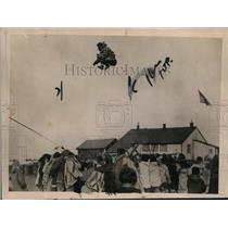 1921 Press Photo Blanket toss game of the Eskimos at Wales Alaska - nep06684