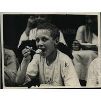 1922 Press Photo Boy Eating Ice Cream - nep07125