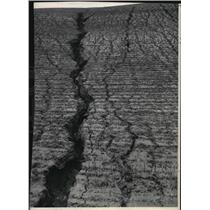 1948 Press Photo Soil erosion, deep crevice - spa57435