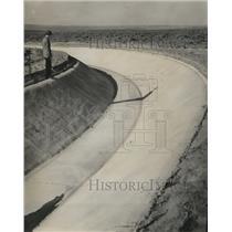 1948 Press Photo Irrigation canal, Columbia Basin. - spa58692