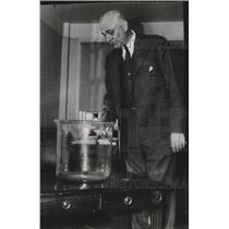 1940 Press Photo Dr. Dykstra looks at historic bowl to be used in draft lottery