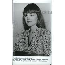 1984 Press Photo Fashion designer, Jhane Barnes receives Cutty Sark Award