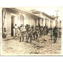 1933 Press Photo Cuban troops marching through the outskirts of Havana