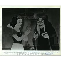 1937 Press Photo The old witch in a scene from Snow White and the Seven Dwarfs.
