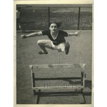 1932 Press Photo Anna McCabe Clears Hurdles during Olympic Practice  - sbs07836