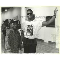 1993 Press Photo Baseball star, Bo Jackson poses with co-star Sheldon Turnipseed