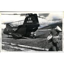 1970 Press Photo Naga City Philippines US Marine loads rrice to a copter