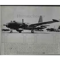1954 Press Photo Neptune 7001 Anti-Sub Plane at US Navy Air Base, Los Angeles