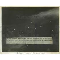 1941 Press Photo Cluster of Parachute Jumpers at Fort Benning - nem39503