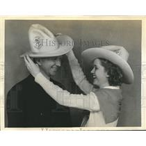 1936 Press Photo Col.Clarence Chamberlin with Helen Stamps - sbx05190