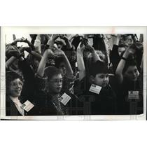 1990 Press Photo Warming up members of the Children's Festival Chorus