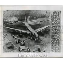 1954 Press Photo Jet Engines being put on Boeing's new Stratojet