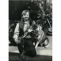 1993 Press Photo Ron Zabinski of Waukesha county, Wisconsin Motorcycle Showroom