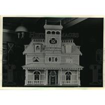 1987 Press Photo Victorian Dollhouse by Woodruff Couple