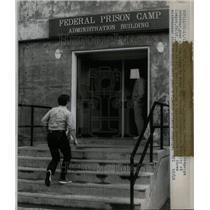 1973 Press Photo Lompoo California Federal Prison Camp - RRU61887