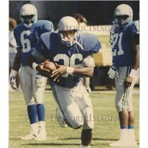 1992 Press Photo Seattle Seahawks football running back, Rueben Mayes, with ball
