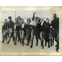 1935 Press Photo Fascist youths arriving at barracks in Rome Italy for service