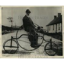 1930 Press Photo Peter Duncan on his Rudge Tricylce - mjx31582