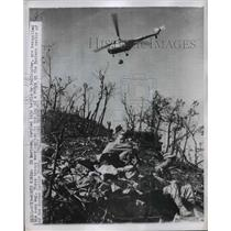 1951 Press Photo US Marines carried to top of ridge by helicopter in Korea