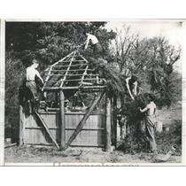 1933 Press Photo A shelter hut being erected for unemployed men, England.