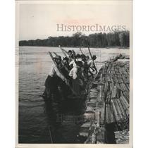 1951 Press Photo Raftsmen Working Raft Loose From Sand Bar - mjb14689